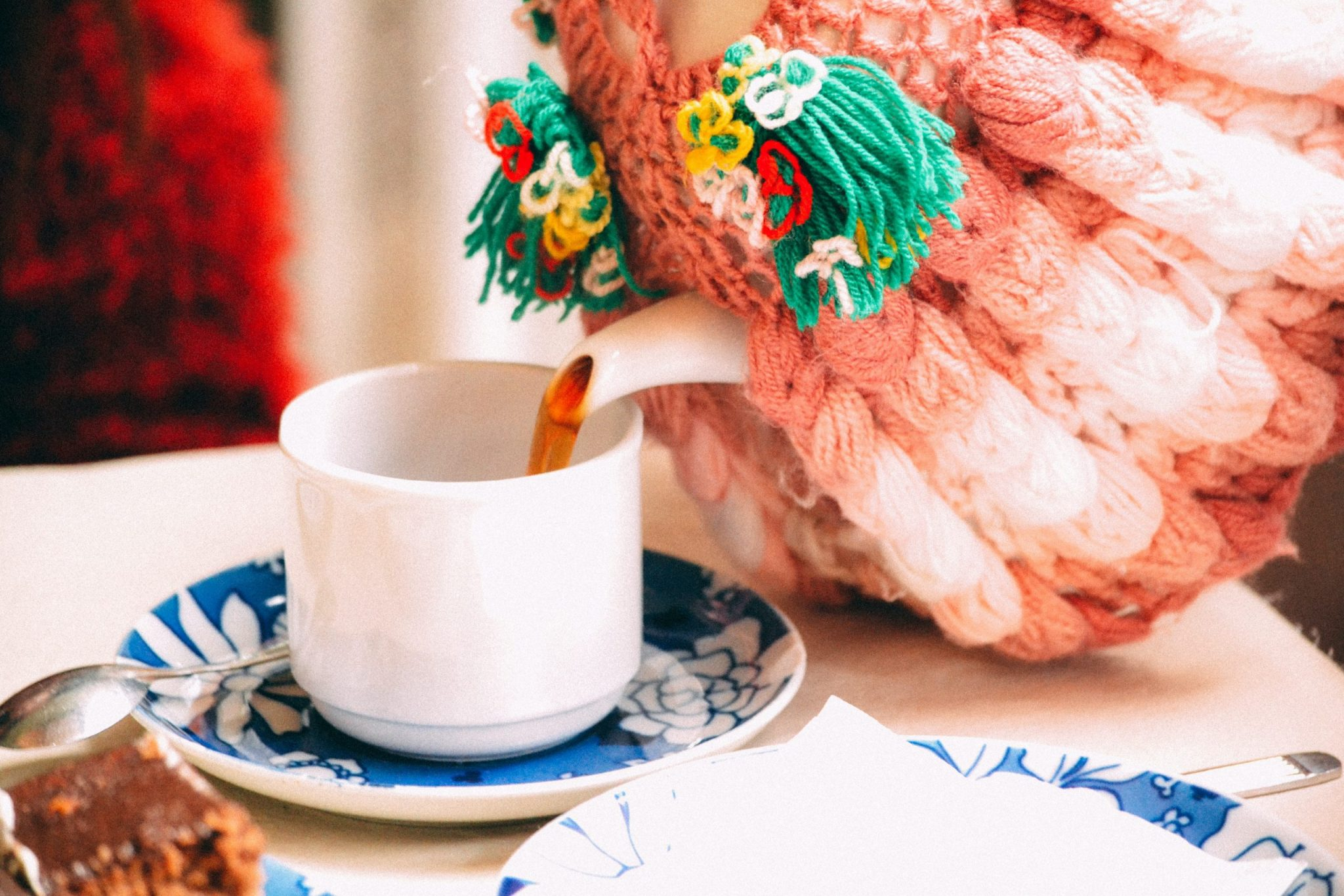 Tea pot with crochet covering