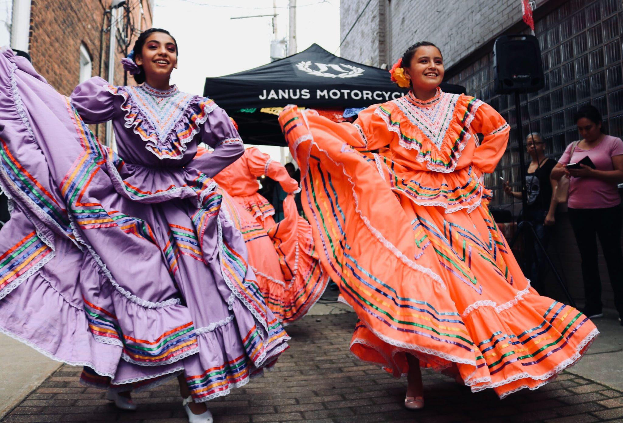 women in street dancing | Mexico